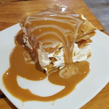 Milhoja de merengue con dulce de leche. Dulces vegetarianos