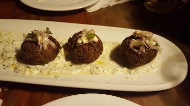 Croquetas de berenjena en restaurante Ouzo (foto de Chusa Cuendias)