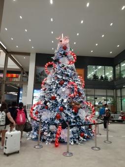 Árbol de navidad. Aeropuerto de Cebú. República de Filipinas. Noviembre 2019. Chusa Cuendias