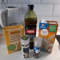 Ingredientes para hacer una bechamel vegana y sin gluten. Chusa Cuendias. Santander, marzo 2020