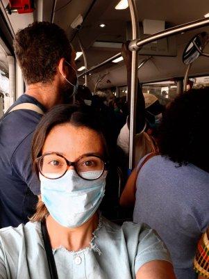 Autobús lleno hasta los topes. Paciencia y respeto. No nos queda otra. Chusa Cuendias. Agosto 2020.